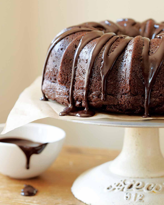 Chocolate Sour Cream Bundt Cake Recipe | Leite's Culinaria